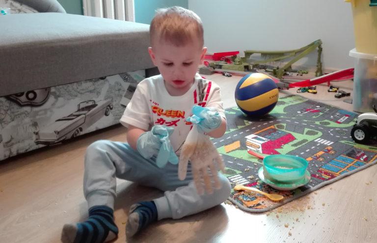 Sensoryczne zabawy - rękawica sensoryczna 1