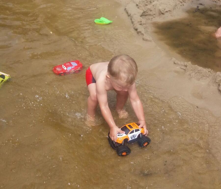 Dziecko na plaży - w stroju czy bez? 2