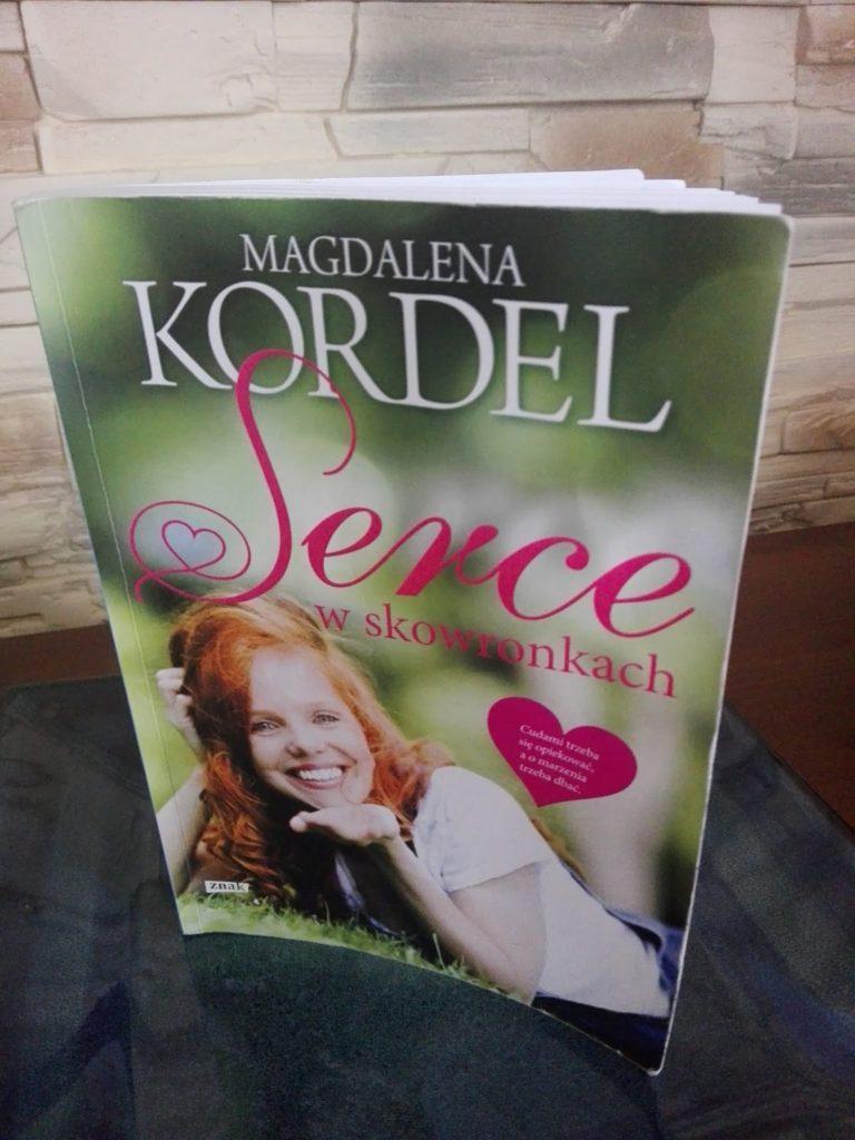 """Wakacje z książką – Magdalena Kordel """"Serce w skowronkach"""""""