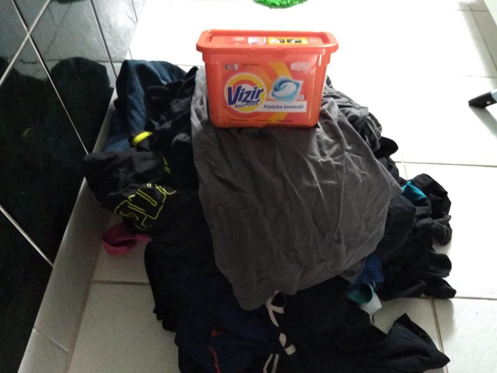 Proszek, płyn czy kapsułki – co wybrać do prania?