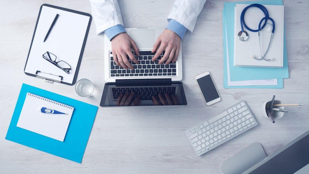 Starając się o dziecko: jak wybrać dobrego lekarza?