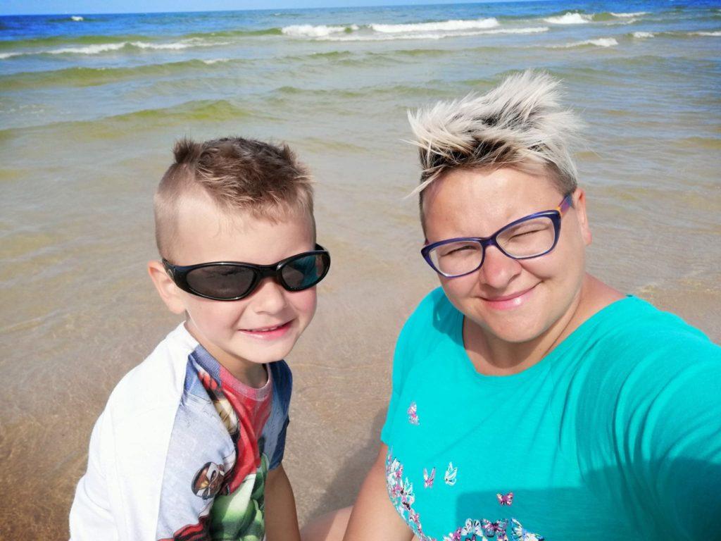 irytujące zachowania dzieci na wakacjach