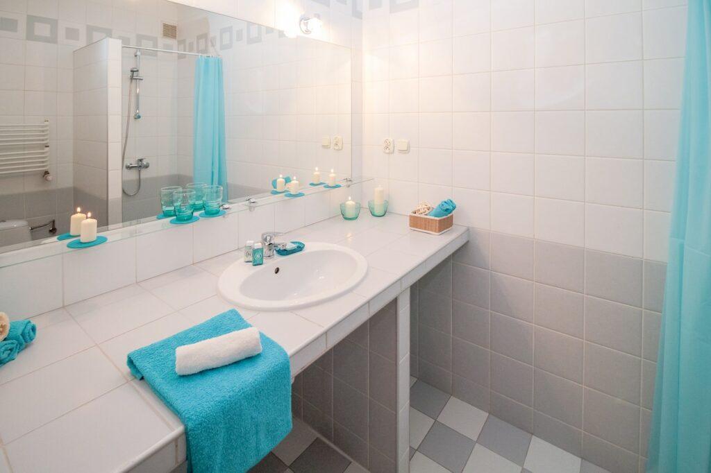 Jak skutecznie wyczyścić płytki łazienkowe?