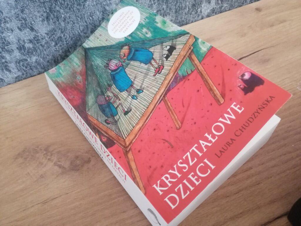 Kryształowe dzieci – książka o uzależnieniu, którą powinien przeczytać każdy rodzic