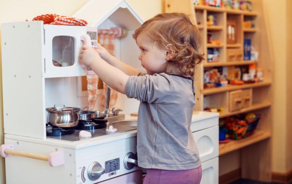 Tania kuchnia do zabawy dla dzieci – oto najlepsze propozycje