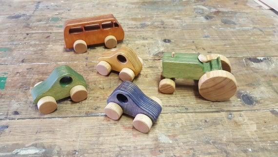 Ponadczasowe zabawki z drewna – najważniejsze zalety